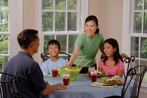 Få mere tid til familien med en måltidskasse til 4 personer